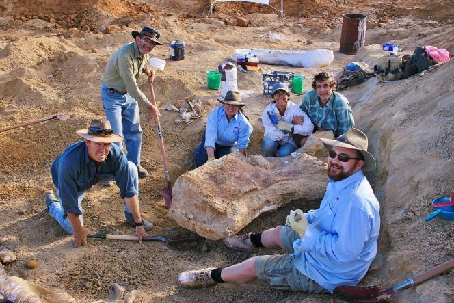 Des spécimens de ce groupe de dinosaures herbivores au long cou ont été découverts sur tous les continents.