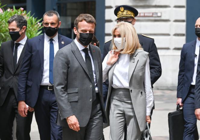 Emmanuel Macron et sa femme, Brigitte Macron, lors d'un déplacement à Valence mardi8juin2021.