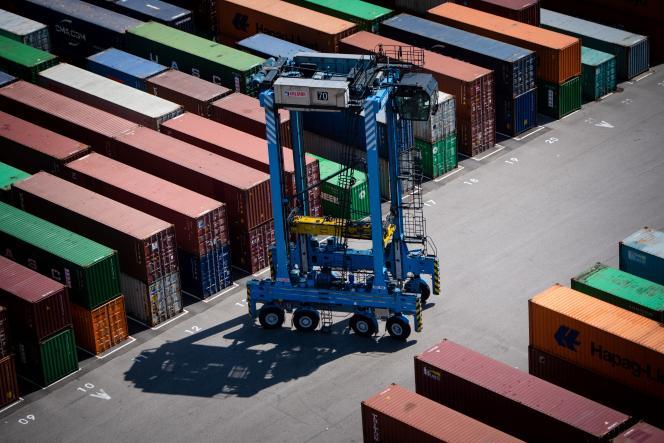 Des conteneurs sur les quais duterminal EuroFos, au port de Fos-sur-Mer (Bouches-du-Rhône), le 23 juillet 2020.