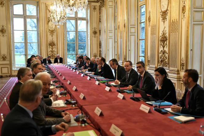 Rencontre entre les partenaires sociaux et le gouvernement sur la réforme des retraites, à Matignon à Paris, en février 2020.