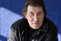 L'écrivain Franz Bartelt, à Nouzonville (Ardennes), en 2012.