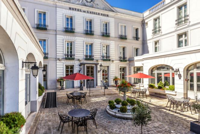 L'hôtel quatre-étoiles L'Aigle noir propose des chambres familiales pour quatre personnes à Fontainebleau (Seine-et-Marne).
