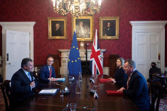 Maros Sefcovic, vice-président de la Commission européenne, et David Frost, ministre d'Etat britannique chargé de l'Europe, à Londres, le 9 juin 2021.