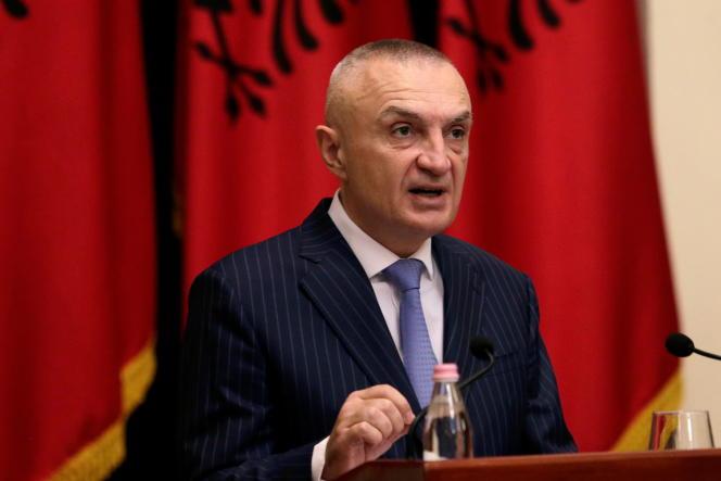 Presiden Albania Ilir Meta saat konferensi pers di Tirana pada 10 Juni 2019.