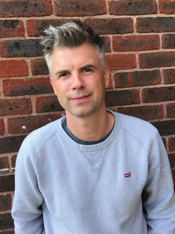 Le scénariste britannique George Kay, créateur de la série «Lupin» pour Netflix, à Londres, en 2020.