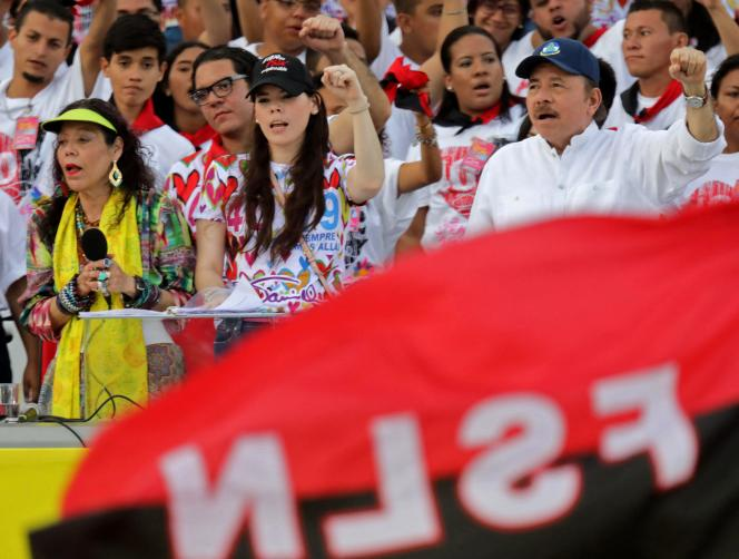 Le président du Nicaragua, Daniel Ortega, son épouse, la vice-présidente Rosario Murillo, et leur fille, Camila Antonia Ortega Murillo, célèbrent le quarantième anniversaire de la révolution sandiniste, à Managua, le 19 juillet 2019.