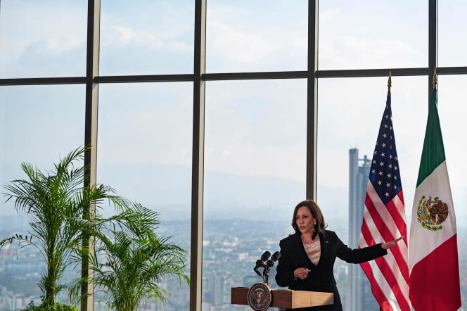 Kamala Harris s'exprime lors d'une conférence de presse au Sofitel Mexico City Reforma, à Mexico, le 8 juin 2021.