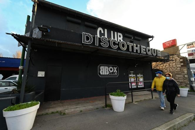 Devant une discothèque, à Sète (Hérault), en novembre 2020.