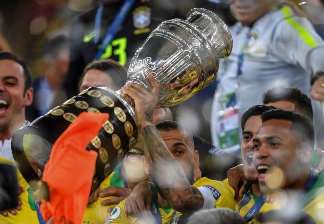 Le Brésil, vainqueur de la Copa America le 7 juillet 2019 à Rio de Janeiro, organise de nouveau l'édition 2021, après le retrait de la Colombie et de l'Argentine.