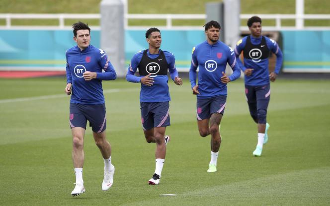 De gauche à droite : les Anglais Harry Maguire, Jude Bellingham, Tyrone Mings et Marcus Rashford, lors d'uneséance d'entraînement au St George's Park, à Burton upon Trent, en Angleterre, le 10 juin 2021.