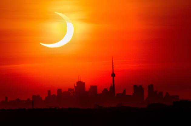 Μερική ηλιακή έκλειψη στις 10 Ιουνίου 2021 στο Τορόντο του Καναδά.
