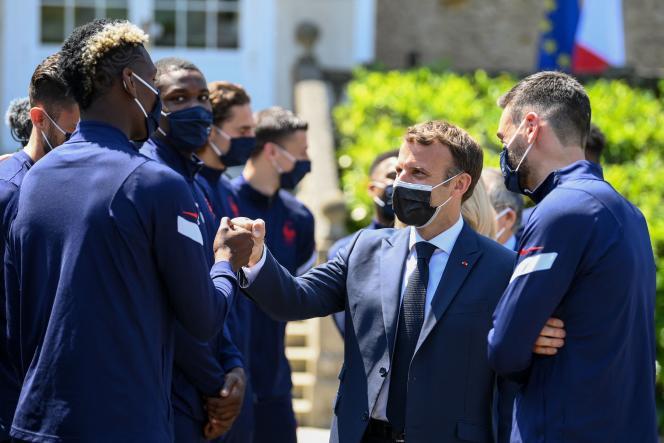 Emmanuel Macron et son épouse ont déjeuné, jeudi 10 juin, à Clairefontaine avec l'équipe de France de football.