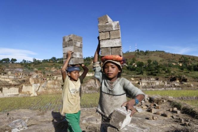 Le travail des enfants en recrudescence pour la première fois en vingt ans 90dc5e0_437543287-child-labour-in-madagascar