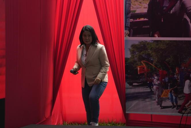La candidate de droite Keiko Fujimori se présente à une conférence de presse, à Lima le 10 juin 2021.