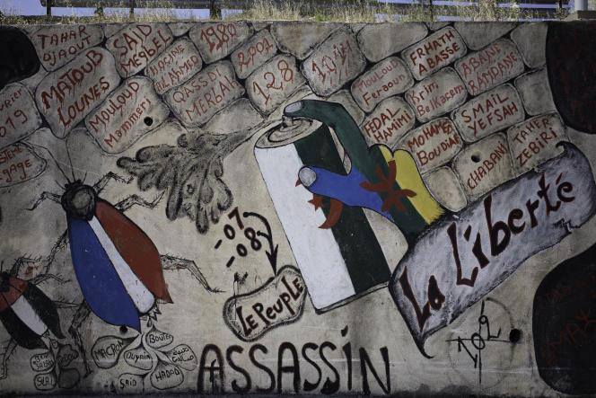 Graffitis politiques sur un mur de la commune de Beni Maouche, en Kabylie, le 10 juin 2021.
