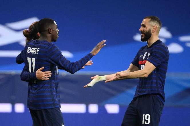 Karim Benzema (à droite) etOusmane Dembélé, lors de la rencontre France-Pays de Galles, à Nice, le 2 juin 2021.