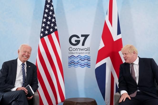 Joe Biden et Boris Johnson lors d'une rencontre, avant le sommet du G7, à Carbis Bay (Royaume-Uni), le 10 juin.