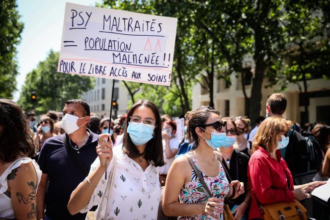 Manifestations des psychologues et psychothérapeutes, à Paris, le 10 juin 2021.