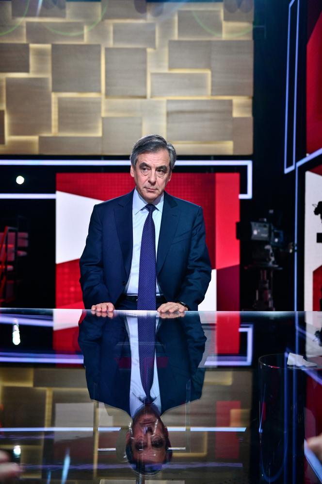 Były premier Francois Fillon w telewizji w styczniu 2020 r.