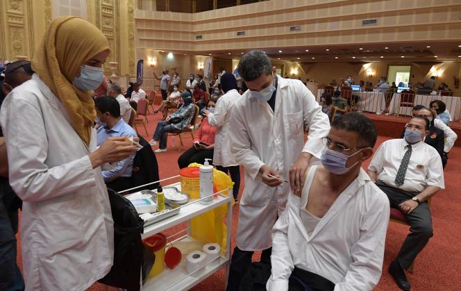 Campagne de vaccination contre le Covid-19, le 4 juin 2021, à Tunis.