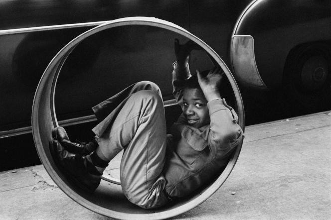 «Garçon jouant», New York, Etats-Unis, 1955.
