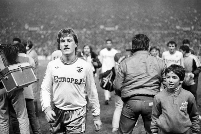 Didier Deschamps à la fin du match entre Nantes et le Spartak Moscou le 11 décembre 1985 à Nantes.