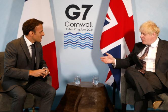 Boris Johnson et Emmanuel Macron, àCarbis Bay, le 12 juin 2021.