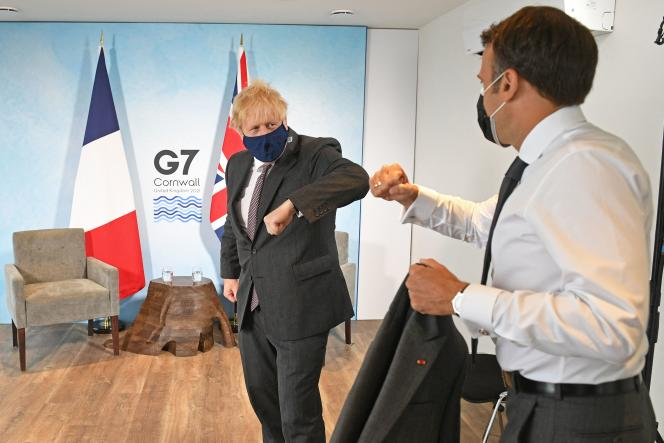 Le premier ministre britannique, Boris Johnson, et le président français, Emmanuel Macron, à Carbis Bay (Royaume-Uni), le 12 juin.