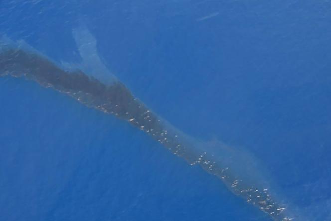 La traînée d'hydrocarbure était visible du ciel, le 12 juin 2021.