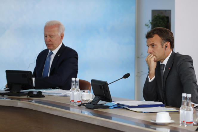 US President Joe Biden and Emmanuel Macron during the G7 Summit on June 13, 2021 in the UK's Corbis Bay.