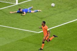 Georginio Wijnaldum célèbre son but, dimanche 13 juin, contre l'Ukraine à Amsterdam.