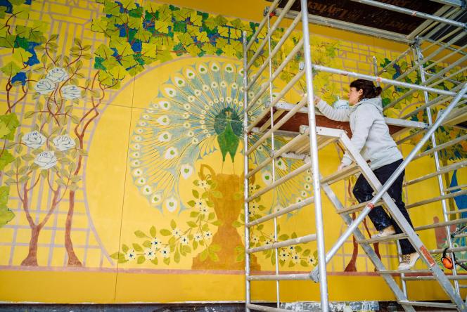 La fresque dite « des paons » a bénéficié de quatre années de travail de l'Atelier Bouvier, pour retrouver son éclat d'origine.