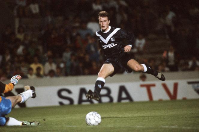 Didier Deschamps lors du match retour Bordeaux-Glenavon en coupe de l'UEFA, en octobre 1990.