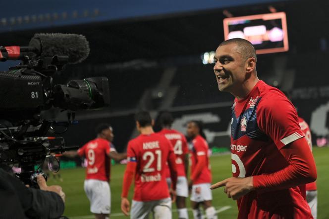 L'attaquant turc de Lille Burak Yilmaz lors du match de L1 entre Angers et Lille, au stade Raymond-Kopa d'Angers, le 23 mai 2021.