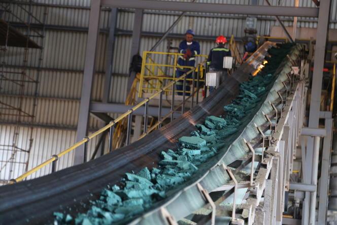 Dans une usine de transformation du cobalt, à Lubumbashi, en République démocratique du Congo, en février 2018.