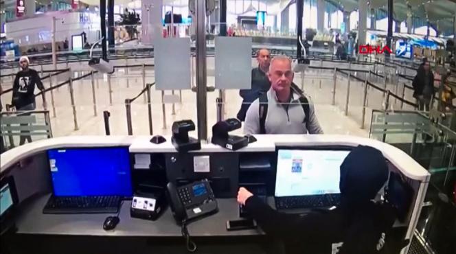 L'ancien membre des forces spéciales américaines Michael Taylor et le Libanais George-Antoine Zayek, à l'aéroport d'Istanbul, le 30 décembre 2019.