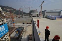 Des travailleurs à la centrale nucléaire de Taishan, dans le sud de la Chine, en décembre 2013.