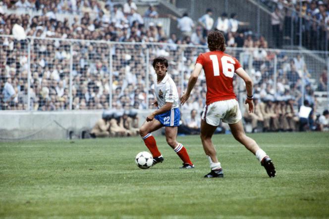 Alain Giresse lors du match du premier tour de la Coupe du monde 1982 face à l'Angleterre, le 16 juin 1982 à Bilbao (Espagne).