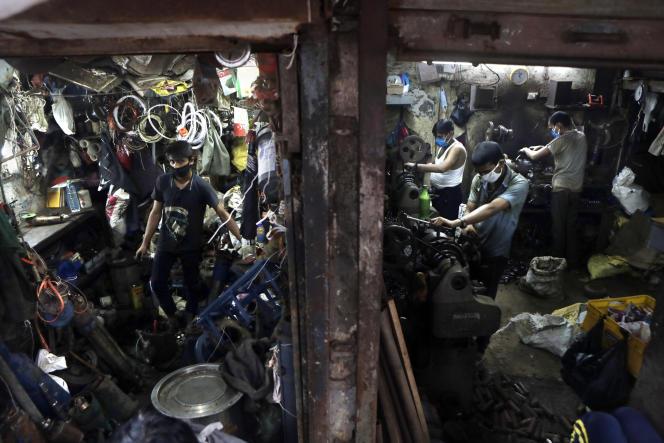 Un atelier dans le bidonville de Dharavi, l'un des plus grands d'Asie, à Bombay, le 25 septembre 2020.