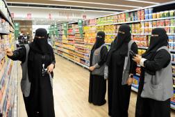Formation du personnel féminin d'un hypermarché, à Djeddah, le 21 février 2021.