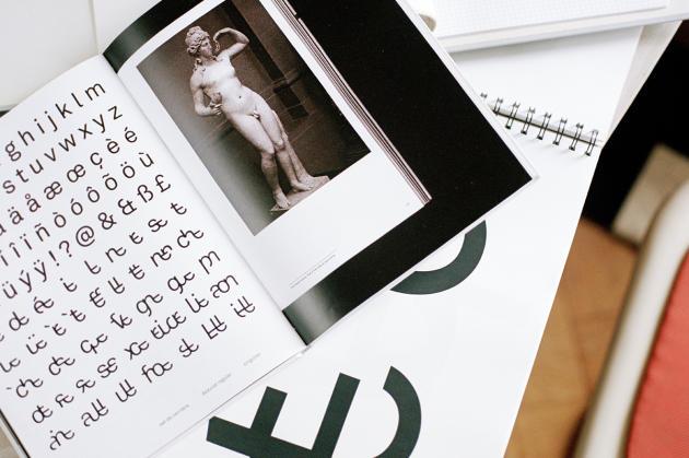Carnet de recherches du graphiste Tristan Bartolini sur l'alphabet épicène.