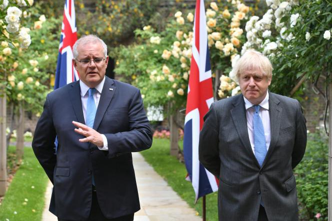 Les premiers ministres autralien, Scott Morrison, et britannique, Boris Johnson, à Londres, mardi 15 juin 2021.