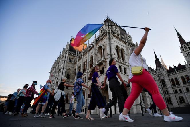 Manifestation contre le premier ministre hongrois, Victor Orban et les récentes lois anti-LGBT+, à Budapest, le 14 juin 2021.