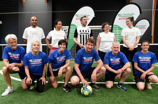 Plusieurs candidats de gauche aux régionales participent à un tournoi de football amical, àAngers, le 15 juin 2021.