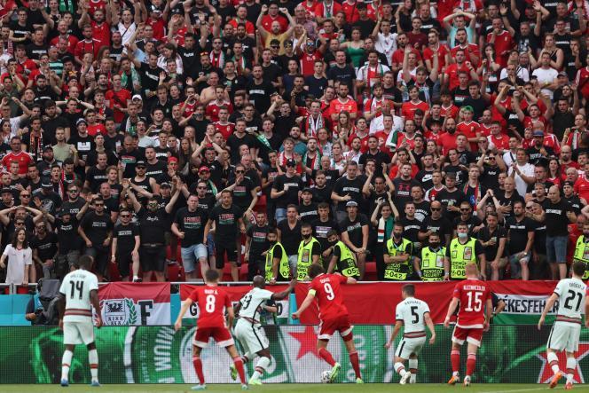 Mais de 67.000 espectadores estiveram presentes no Estádio Ferenc Puskas em Budapeste, a única cidade que permite um máximo.
