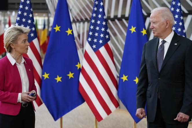 La présidente de la Commission européenne, Ursula von der Leyen, et le président américain, Joe Biden, le 15 juin 2021 à Bruxelles.