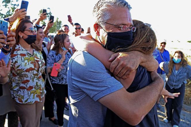 Nabil Karoui retrouve sa femme à Tunis, le 15 juin 2021.
