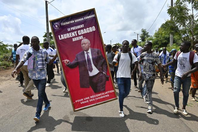 Le 13 juin 2021, des habitants de Mama, village dont est originaire l'ancien président Laurent Gbagbo, préparent son retour en Côte d'Ivoire, annoncé pour le 17 juin.
