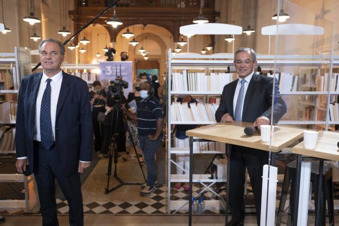 Le président (LR) sortant de la région PACA, Renaud Muselier (à gauche) et le candidat du RN Thierry Mariani, à Aix-en-Provence, le 10 juin 2021.