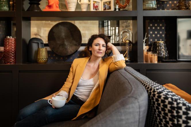 Elsa Lunghini, à l'Hôtel des Remparts, à Aigues-Mortes (Gard), le 11 mai 2021. Un apéro commencé à l'heure du thé…